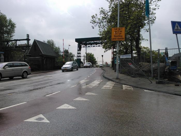 De Rijnzichtbrug in Leiden sluit niet goed door de warmte