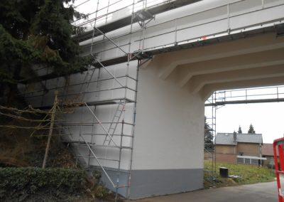 Het viaduct over de Brugstraat in Stein krijgt een opfrisbeurt