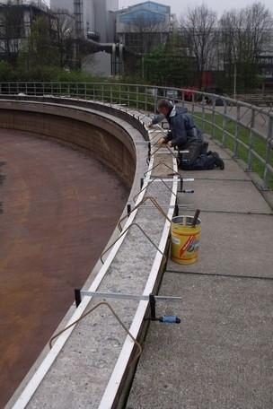 Plaatsen bekisting voor betonreparatie