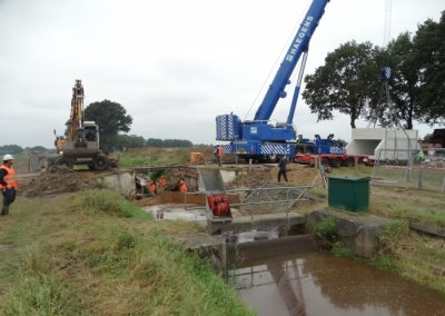 Aanbrengen nieuwe duikerbrug
