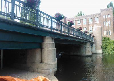 Conserveren stalen liggers onderzijde brugdek