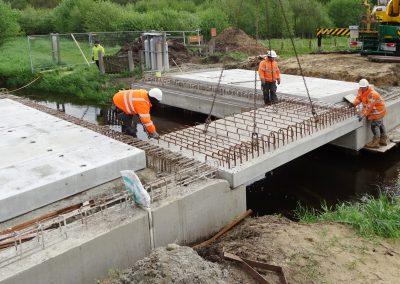 Aanbrengen prefab platen brug Bergeijk