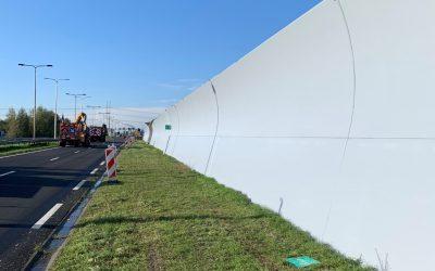 Reinigen en conserveren 3685m² geluidswand in Delft